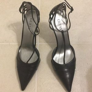 GUESS Black pointed pump